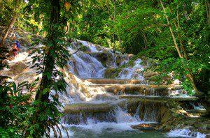 Jamaika Karibik Baderferien Wasserfälle Dunn's River Falls