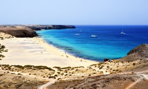 Lanzarote, Kanarische Inseln - einsame Bucht mit breitem Sandstrand