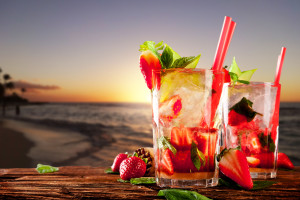 All inclusive Ferien Erdbeer-Caipirinha am Strand