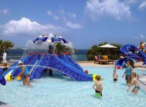 Familienferien_Griechenland_Ikaros Luxury Resort_Kreta_Kinderpool mit Rutschbahnen