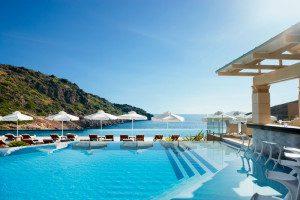 Kreta_Luxusferien_Daios Cove Luxury Resort Griechenland_Pool_Aussicht_Badeferien Last Minute