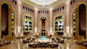 Oman_Luxusferien_Al Bustan Palace Hotel Muscat_Lobby_Badeferien